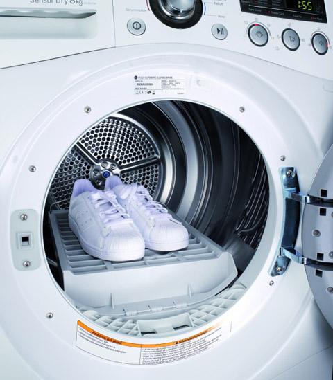 Pulire le scarpe da ginnastica in lavatrice