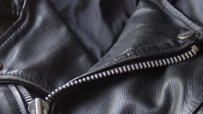 Come pulire una giacca di pelle e farla tornare nuova